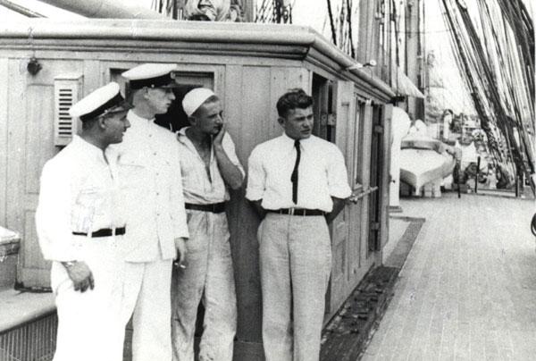 """Grudzień 1934, Kanał Panamski.  Władysław Wagner na """"Darze Pomorza"""""""