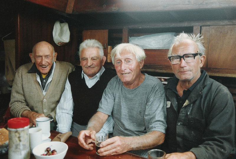 Maj 1991. La Havre, w forpiku S/Y Maria, od lewej David Walsh, Wojciech Jacobson, Francis Dumarski i Ludek Mączka